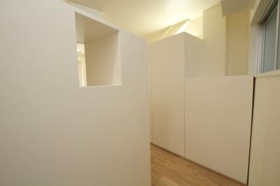 玄関からは部屋が丸見えになりません
