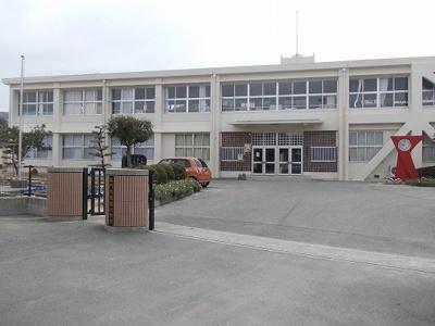 桑島小学校まで1300m