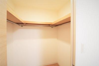 寝室のウォークインクローゼットです