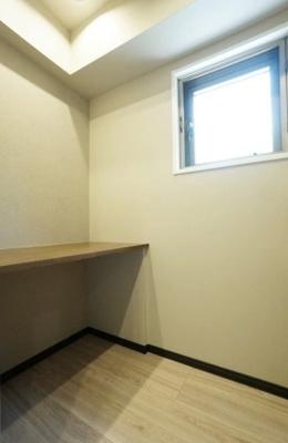 烏山ミリオンコートのキッチン横のカウンタースペースです。