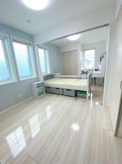 約8.0帖洋室 間仕切りすると2部屋にできます。