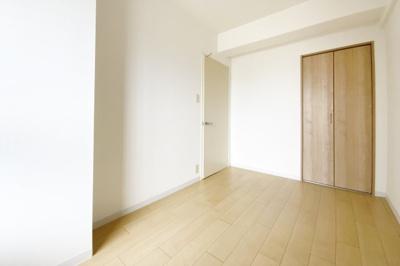 《洋室4.8帖》どの居室にも収納があるので大変助かりますねヽ(^o^)丿
