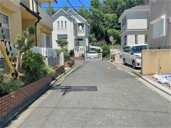 【前面道路】 周辺は閑静な住宅街です♪