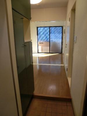 グリーンベルハイツ 307 玄関より居室までのアプローチ