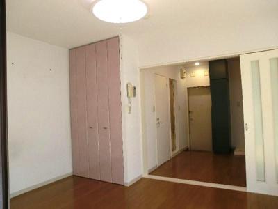 グリーンベルハイツ 307 居室とキッチンの間仕切りを空けると