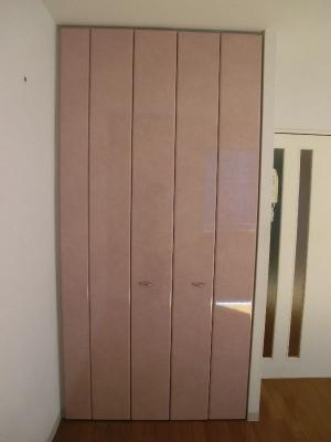 グリーンベルハイツ 307 天井まである収納はオシャレなピンク