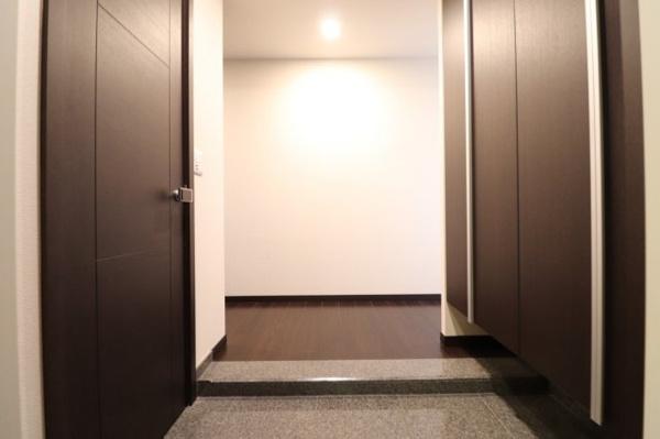 【玄関】大容量のシューズインクローゼットあり‼丈のある靴もスッキリ収まります!