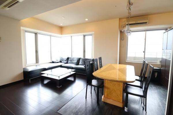【リビングダイニング】北西角部屋18.6畳の広々リビング‼ハイクラスな住環境をこの手に!