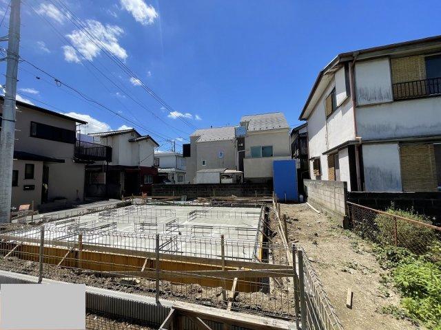 【前面道路含む現地写真】ラグラス狛江 新築2階建 大型4LDK 車庫2台可