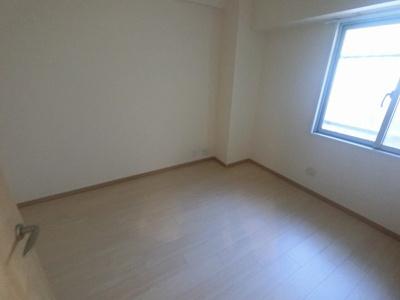 5.2帖の洋室は主寝室にいかがでしょうか。