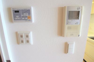 床暖房、モニター付きインターホン