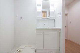 洗面化粧台です♪シャワー水栓で使い勝手がいいですね(^^)