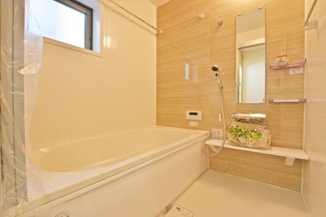 浴室暖房乾燥機付きの1坪タイプ。 一日の疲れも癒せそうです