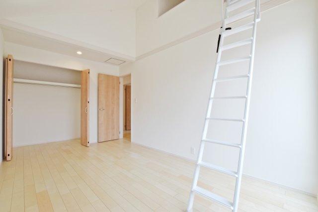 収納にも使えるロフト、お部屋をスッキリ使えます。