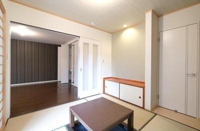 和室は主寝室と玄関ホールから出入り可能につき、客間や続き間使用など、様々な用途で活用可能です◎