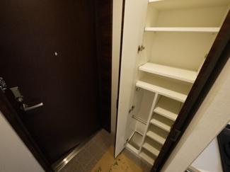 下駄箱は傘もしまえて、玄関広々ご利用可能