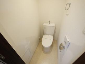 温水洗浄便座でコントロールは壁面パネルです