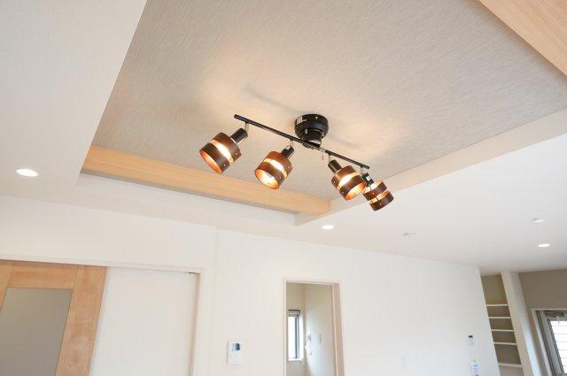 【同仕様施工例】開放感あふれる折上天井です。