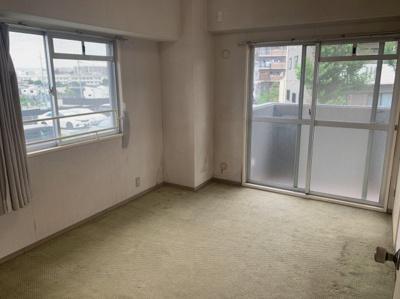 個人の部屋や寝室として使える洋室です。6.3帖の広さがあります。