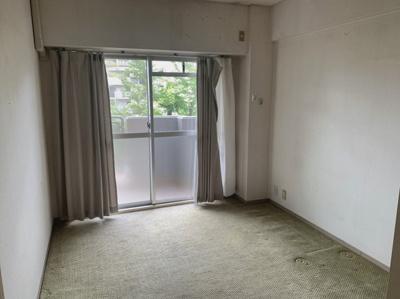 6.3帖の洋室です。床が絨毯になっています。