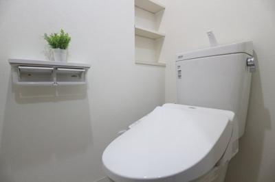トイレはスタイリッシュで清潔感ございます。