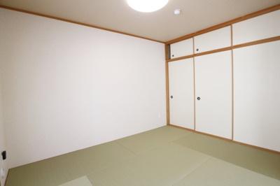 和室は収納力のありLDKの横に位置します。