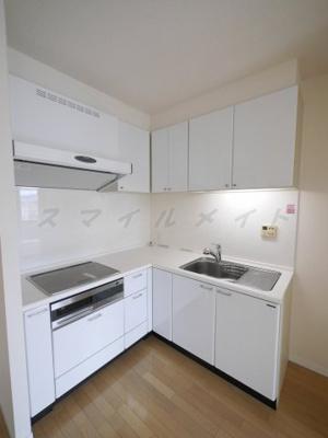 お掃除楽々IH3口キッチンにグリル付・収納スペースもたっぷり