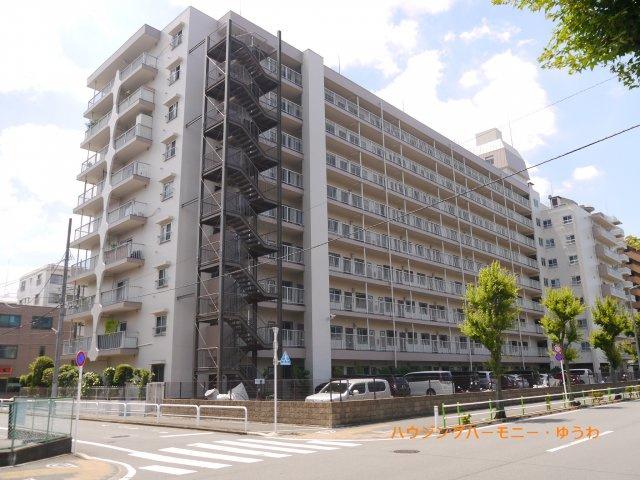 都営三田線「高島平」駅より徒歩5分の好立地。