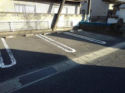 【駐車場】シャン・ド・フローラB