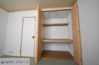 和室収納はやはり押し入れ、ドアは便利なクローゼット風♪