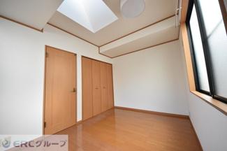 3階洋室、明るいです♪