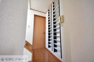 3階廊下設置の棚です♪
