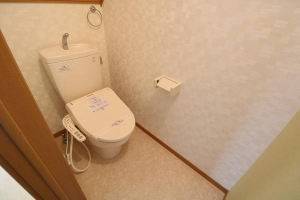 1階ウォシュレット付きトイレです♪