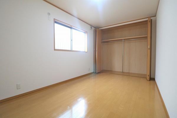 2階7.5帖洋室。主寝室にいかがでしょうか♪