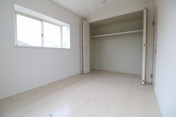 2階6帖洋室。お子様部屋いかがでしょうか♪