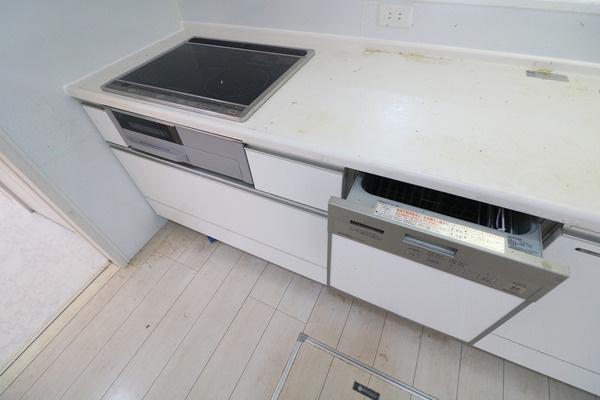 お掃除楽ちんのIHクッキングヒーターと食器洗浄乾燥機付き♪
