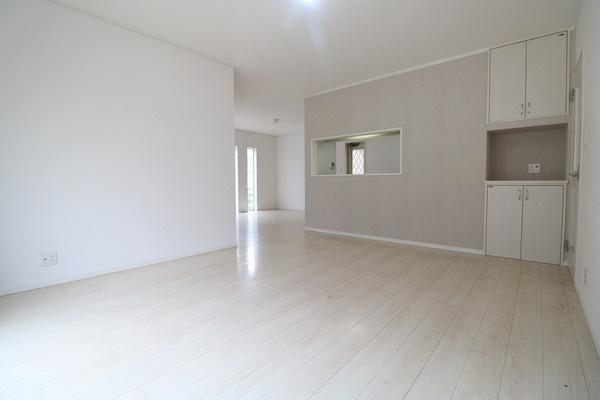 23.5帖LDK。家具を置いても十分な広さが確保できますね♪
