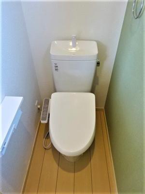 トイレ(2F)、温水洗浄便座取替え済み