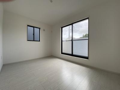 2階南西のお部屋です。バルコニーがあります。