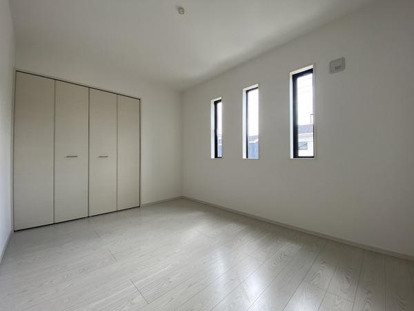 2階中央の洋室です。