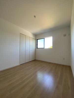 2階中央の洋室