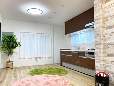 新調し立てのシステムキッチンには食洗機がついており、後片付けも楽に行う事ができますね♪