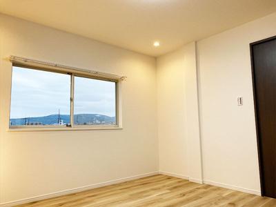 3階の洋室(2.8帖):収納や書斎としてご利用になるのも良いですね♪