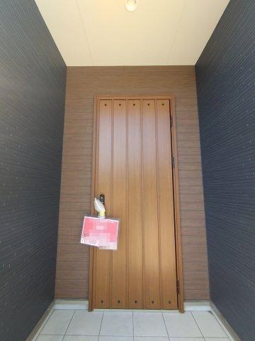 主寝室とつながるウォークスルークロゼット。収納にゆとりが持てます♪家族の荷物を1ヶ所に収納できます!