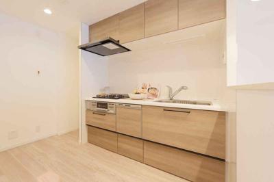 新調したてのシステムキッチンには食洗機もついており、後片付けも楽々ですね♪