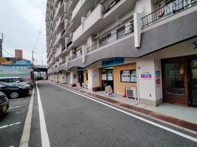 マンション南側道路です。