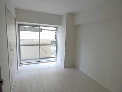 【明るさがポイント!】 白を基調とした室内は、 明るい住空間を造り出すだけでなく、 清潔感をもたらしてくれます。