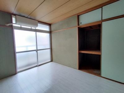 和室(6.0帖):布団の収納に便利な押入収納がございます。