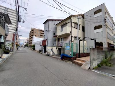 マンション周辺です。 閑静な住宅街に建つマンションです。