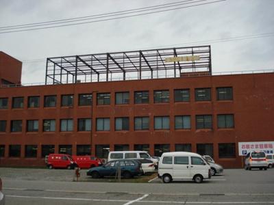 ローソン富山堀川店まで766m